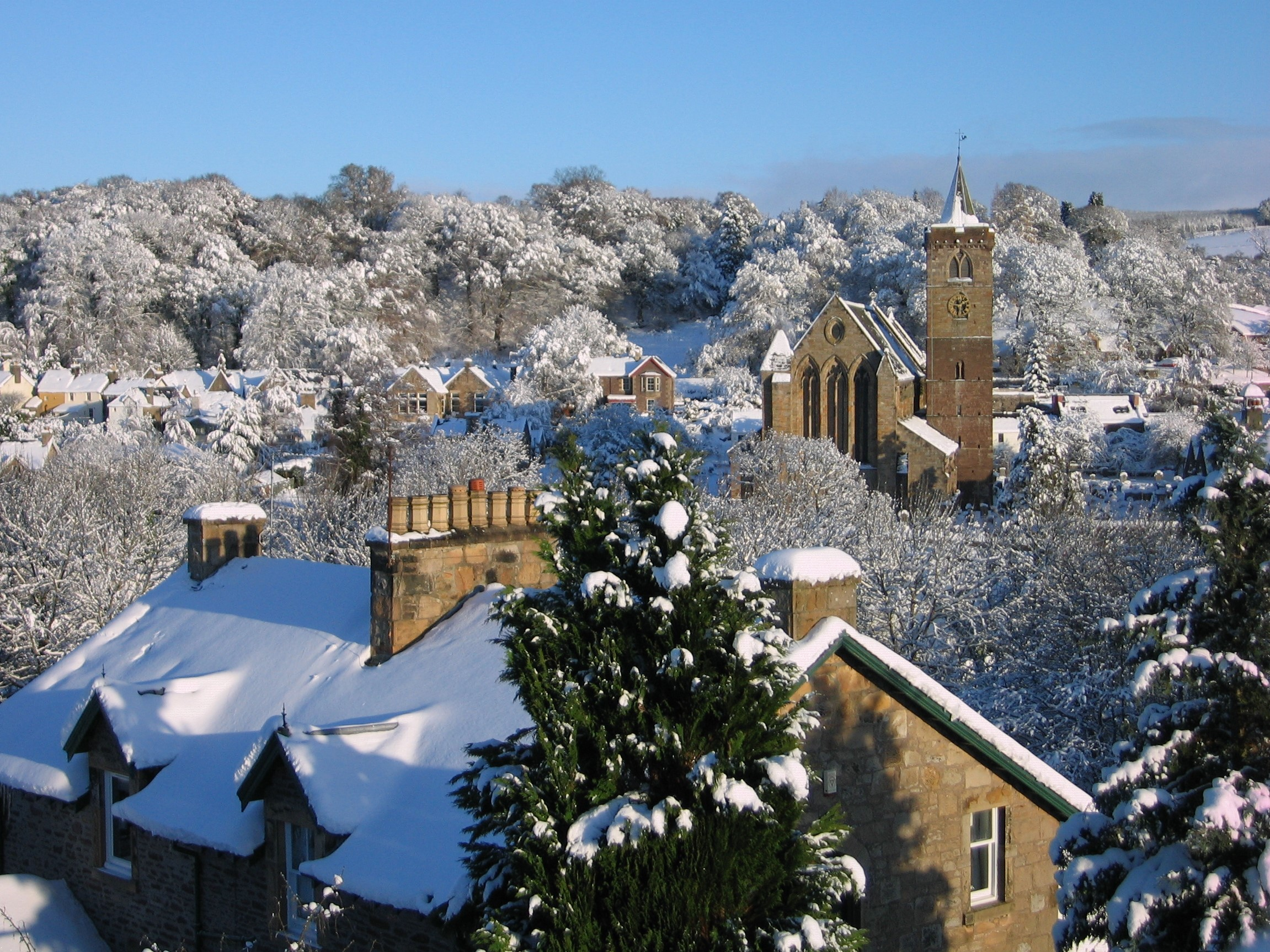 Dunblane-Cathedral-Sunny-Day-in-Winter